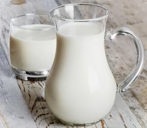 minum susu segar