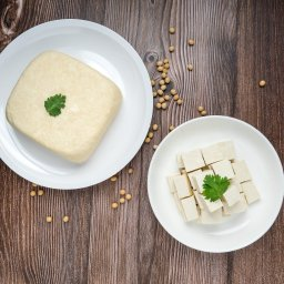 Susu Pecah, Susu jelek…harus diapakan ya?…Tahu Susu sebagai alternatif pengolahan susu